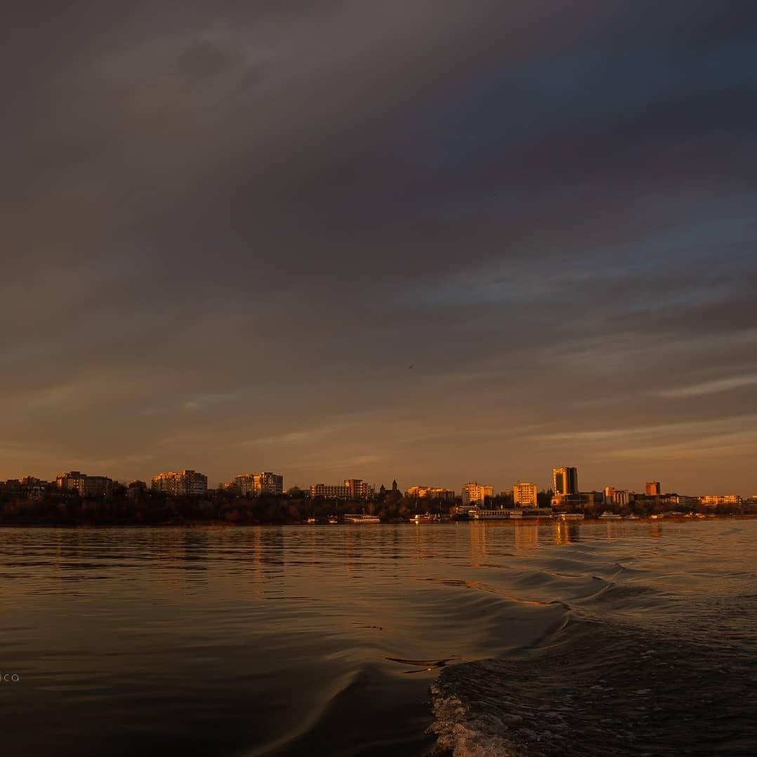 Dunărea în anotimpul gri